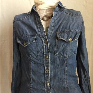 Bella Dahl blue jean chambray shirt size XS